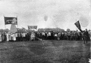 +Ф. Ф-1. Оп. 1. Д. 1148 Жители г. Весьегонска на праздновании, посвященном успехам Красной Армии на фронте в годы Гражданской войны 20 век.jpg