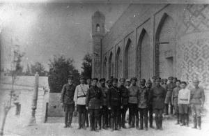 +Ф. Ф-1. Оп. 3. Д. 905. В.И. Шорин с командующим составом ферганской группы войск Туркестанского фронта в г. Коканде. 1922 г..jpg